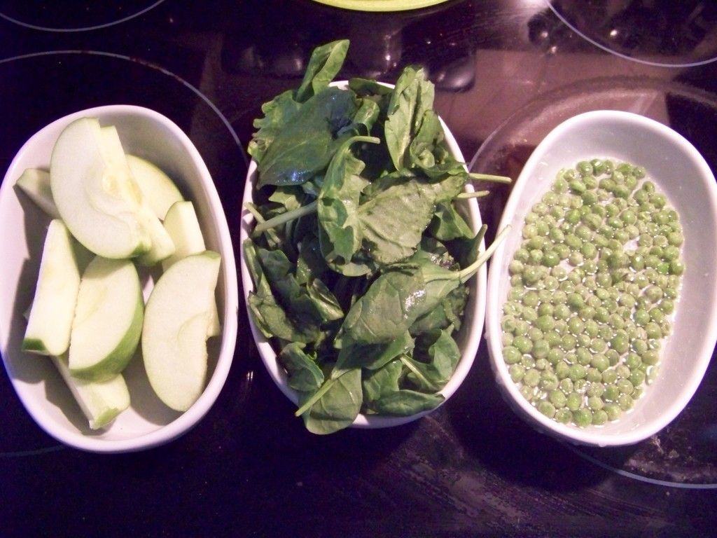 Spincah, apple and pea puree