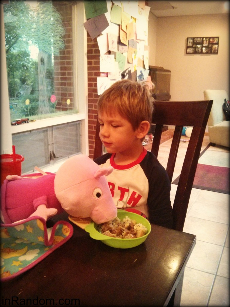 Peppa pig eating lunch
